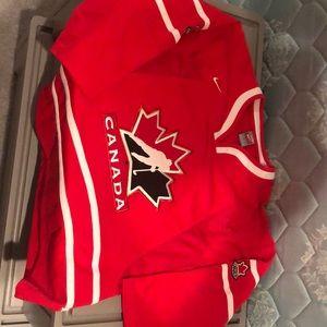 NIKE Team Canada hockey jersey Youth L/XL